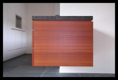 Woonhuis Heinkenszand keuken meubel zwevend mahonie Belgisch hardstenen blad