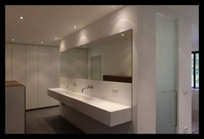 Boshuis-boswoning-villa-badkamer-wasbak-kranen-spiegel