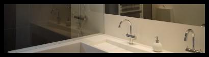 badkamer-wasbak-kranen-spiegel