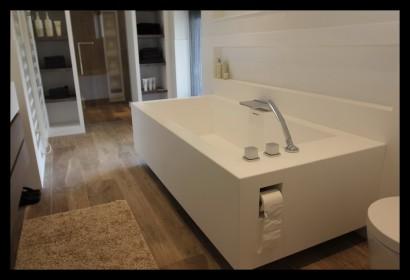 badkamer-modern-wit-luxe-zitbad