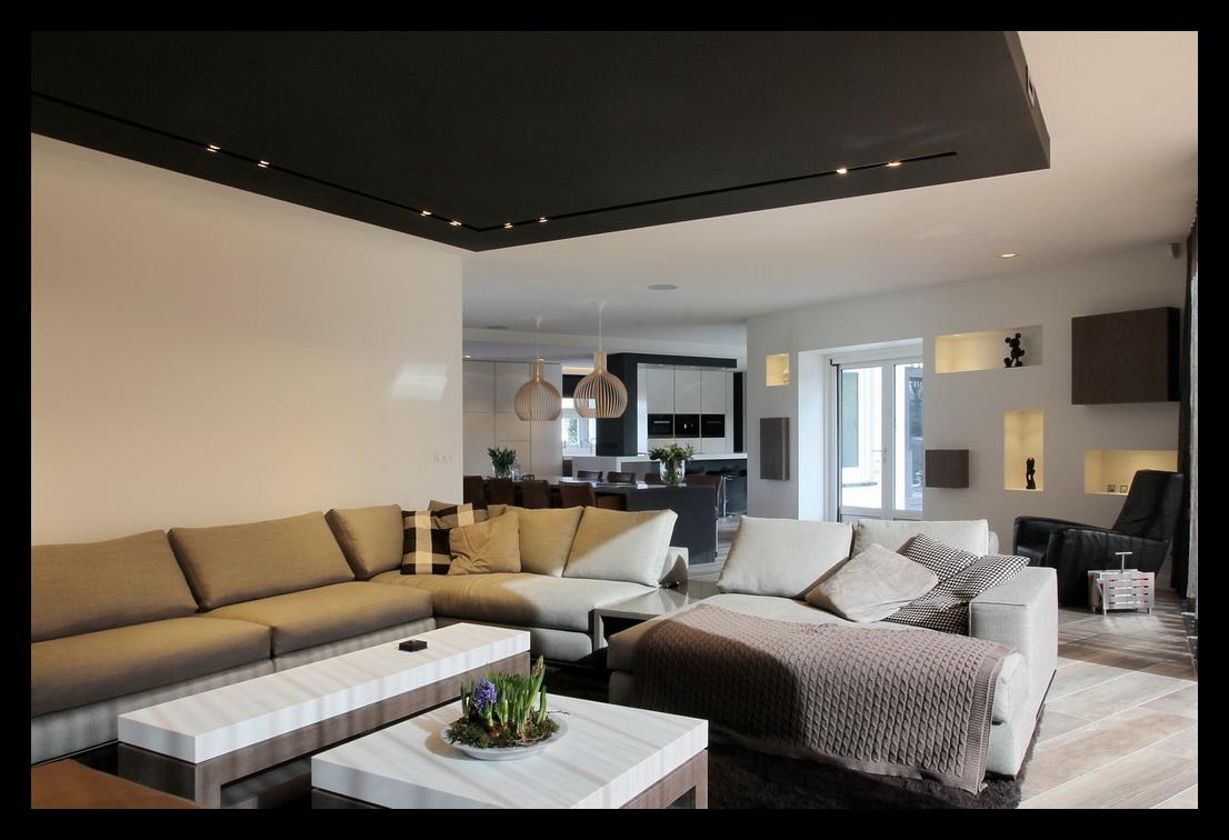 nis-zithoek-kastenwand-open haard-TV-kastplafond-lichtplan-kleurenplan