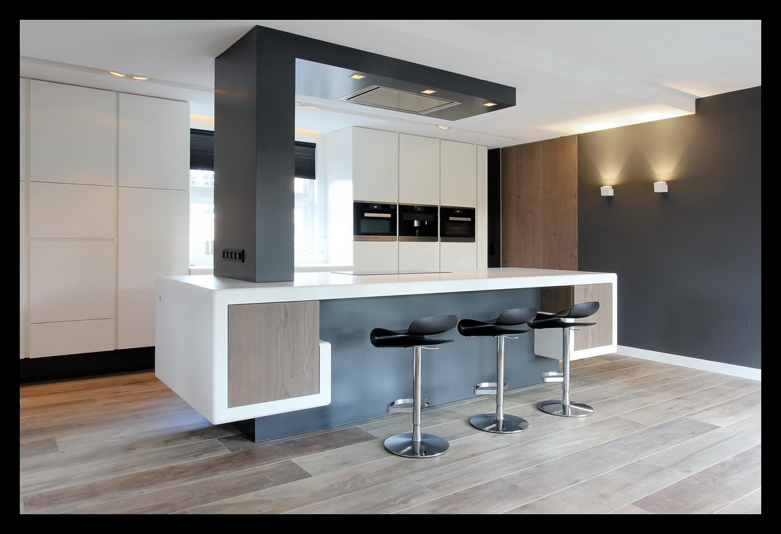 Leonardus interieurarchitect totaalverbouwing villa - Keuken in lengte ...