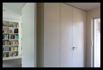 kastenwand-woonkamer-aanbouw-vrijstaand-woonhuis-huiskamer-boekenkast