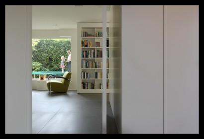 kastenwand-woonkamer-aanbouw-vrijstaand-woonhuis-huiskamer-boekenkast-woonkamer-tegels