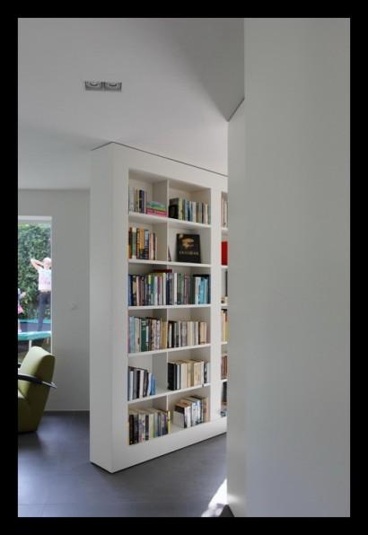 kastenwand-aanbouw-vrijstaand-woonhuis-huiskamer-boekenkast-woonkamer-tegels