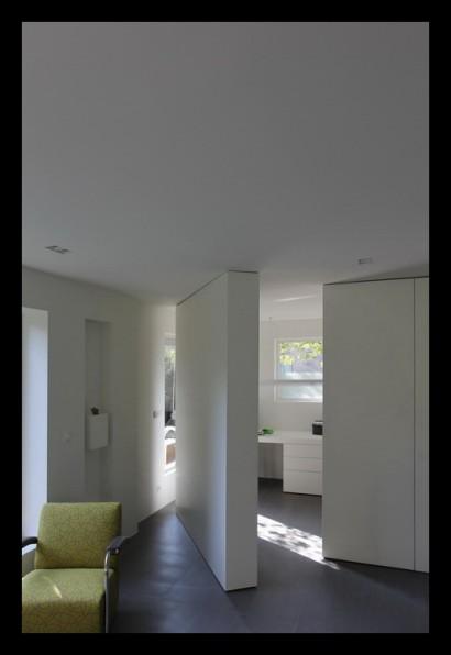 werkkamer-draaikast-kastenwand-woonkamer-aanbouw-vrijstaand-woonhuis-huiskamer-boekenkast-woonkamer-tegels