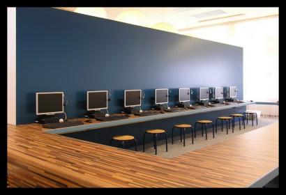 ontwerp-basisschool-ontdekruimte-multifunctioneel-bijzonder-gering-budget-kleur-concept-kast-kasten-opbergruimte-tafels-krukjes-multifunctioneel-materiaal-laminaat-computerruimte-computerplek-computerlokaal