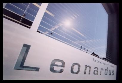 leonardus-studio-ontwerpstudio-gang-belettering-ontwerp-interieur-kantoor-werkplek-bureau-op-maat-gemaakt-verlichting-budget-ramen-etsfolie