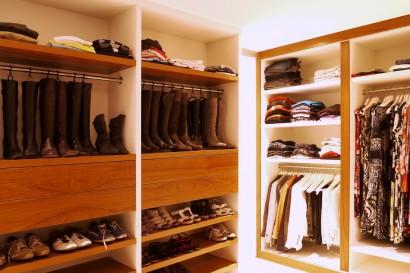 inloopkast-hang-en leggedeelte-opbergruimte-dameskleding-herenkleding-paskamer-op-maat-gemaakt-verlichting