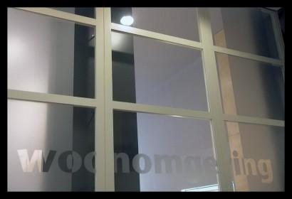 woonwinkel-woningaanbod-spreekkamers-klanten-makelaar-logo-letters-belettering