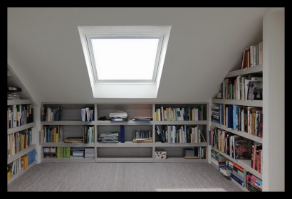 werkkamer-zolder-opbergruimte-boekenkast-slim-veluxraam-velux-licht