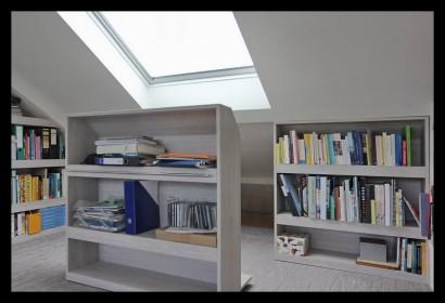 werkkamer-zolder-opbergruimte-boekenkast-slim-veluxraam-velux-licht-uitschuifbaar