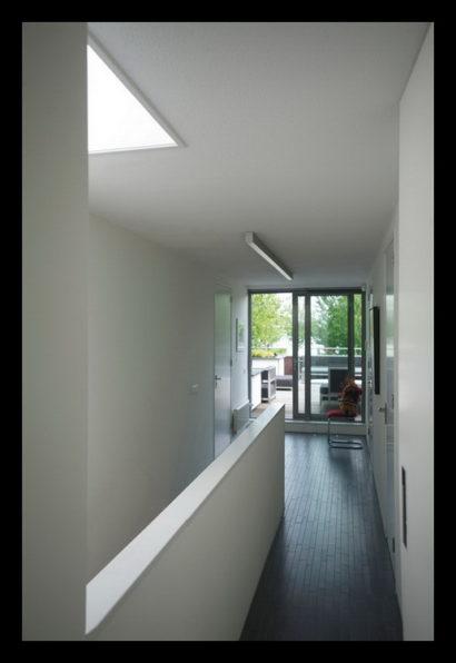 parkwoning-craeyenburch-nootdorp-buitenkant-exterieur-villapark-gemeenschappelijk-park-trap-bovenverdieping-trapgat-overloop-balkon