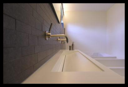 parkwoning-craeyenburch-nootdorp-buitenkant-exterieur-villapark-gemeenschappelijk-park-trap-bovenverdieping-doorgang-badkamer-op-maat-gemaakt-wasbak-spiegel-verlichting-tegels-kranen