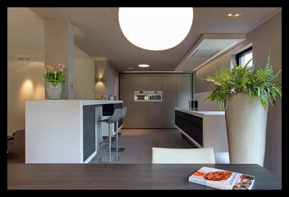aanbouw-verbouwing-woonhuis-binnen-eettafel-lampen-verlichting