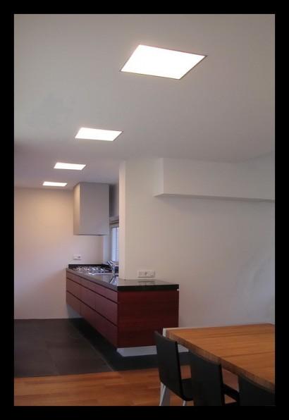 twee-onder-een-kap-woning-Woonhuis Heinkenszand keuken-lichtplan-mahonie-Belgisch hardstenen werkblad
