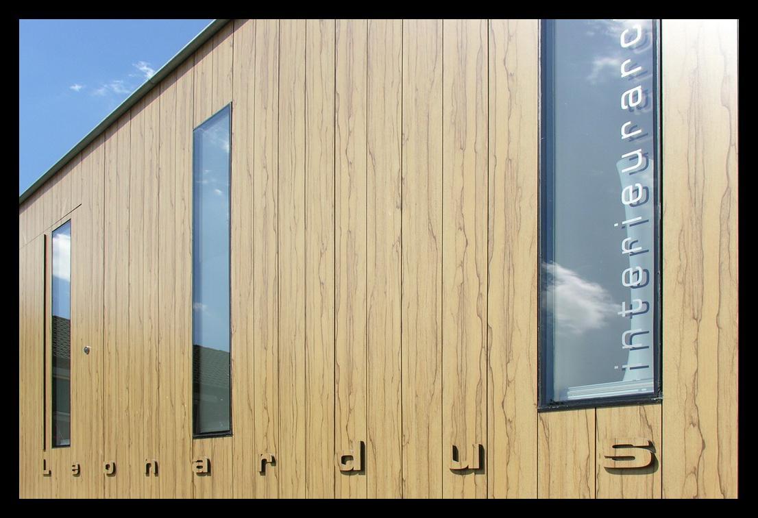 kantoor-ontwerpstudio-aanbouw-kantoor Leonardus Interieurarchitect-trespa-buitenkant-aanbouw aan huis