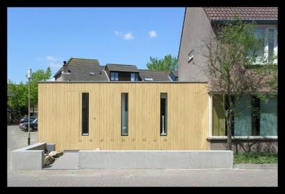 kantoor-ontwerpstudio-aanbouw-kantoor-Leonardus Interieurarchitect-trespa-buitenkant-aanbouw aan huis