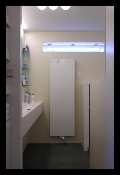 interieurarchitect-interieuradvies-binnenhuisarchitect-omgeving-Breda-eengezinswoning-badkamer-inloopdouche-douche-tegels-rvs-radiator-bovenverdieping-eengezinswoning-