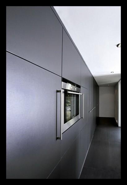 keuken-apothekerskasten-donkergrijs-uitschuiven-inbouwapparatuur-inbouwoven