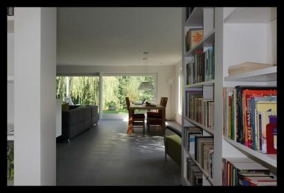 kastenwand-woonkamer-aanbouw-vrijstaand-woonhuis-huiskamer-boekenkast-woonkamer-tegels-draaikast