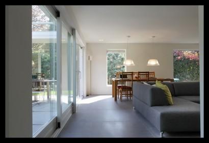 schuifpui-woonkamer-aanbouw-vrijstaand-woonhuis-huiskamer-woonkamer-tegels
