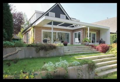 schuifpui-woonkamer-aanbouw-vrijstaand-woonhuis-huiskamer-woonkamer-schuifpui-overkapping-aanbouw
