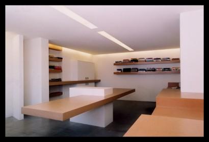 studio-ontwerpstudio-ontwerp-interieur-kantoor-werkplek-bureau-op-maat-gemaakt-verlichting-budget-boekenplanken-spreektafel-klanten-ruim-lichtlijnen