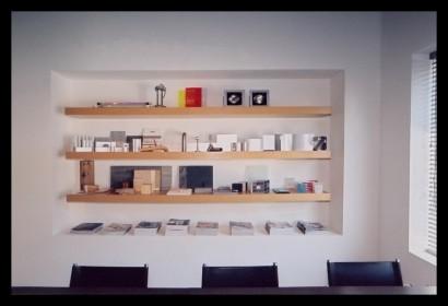 studio-ontwerpstudio-ontwerp-interieur-kantoor-werkplek-bureau-op-maat-gemaakt-verlichting-budget-boekenplanken-spreektafel-klanten