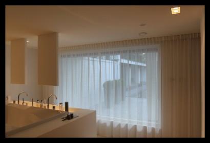 badkamer-bad-hi-macs-op-maat-gemaakt-vitrage-zitbad-ligbad-spiegels