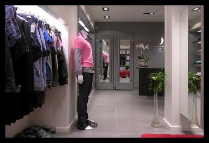 herenmode-kledingwinkel-belettering-ontwerp-inrichting-tegels-kleding-winkel-paspop