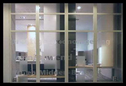woonwinkel-woningaanbod-spreekkamers-klanten-makelaar-logo-letters-belettering-spreekkamers-spreektafels-klanten
