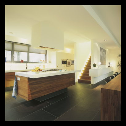 parkwoning-craeyenburch-nootdorp-buitenkant-exterieur-villapark-gemeenschappelijk-park-keuken-kookeiland-notenhout-cesarstone-design