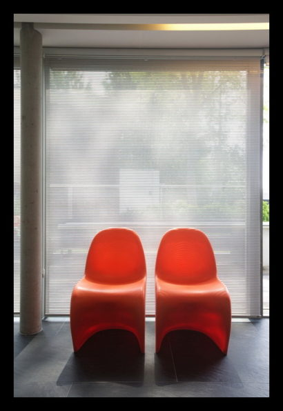 parkwoning-craeyenburch-nootdorp-buitenkant-exterieur-villapark-gemeenschappelijk-park-woonkamer-raambekleding-sfeer-stoel-