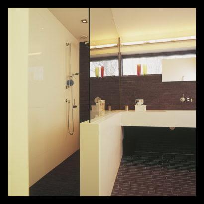 parkwoning-craeyenburch-nootdorp-buitenkant-exterieur-villapark-gemeenschappelijk-park-trap-bovenverdieping-doorgang-badkamer-op-maat-gemaakt-wasbak-spiegel-verlichting-tegels-douche-inloopdouche
