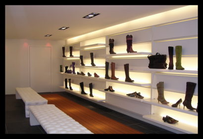 damesschoenen-exclusief-schoenenwinkel-vitrines-presentaties-schoenen-damesschoenen-lichtlijn-licht