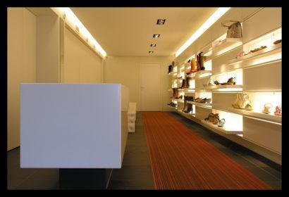 damesschoenen-exclusief-schoenenwinkel-vitrines-presentaties-schoenen-damesschoenen-lichtlijnen