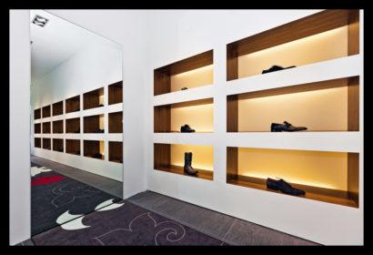 exclusief-schoenenwinkel-damesschoenen-herenschoenen-accesoires-tassen-vitrines-op-maat-gemaakt-vloerbedekking-tegels
