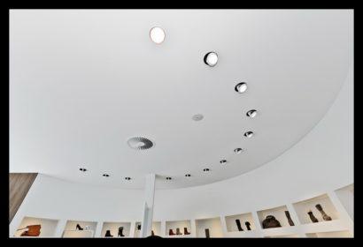 inbouwspots-verlichting-exclusief-schoenenwinkel-damesschoenen-herenschoenen-accesoires-tassen-vitrines-schoenen