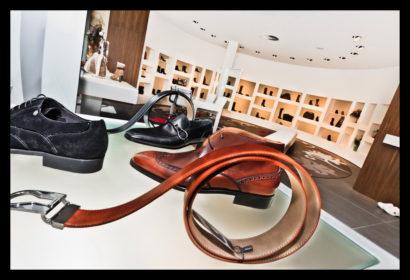 exclusief-schoenenwinkel-damesschoenen-herenschoenen-accesoires-tassen-vitrines-schoenen-presentatie