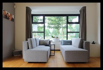 aanbouw-verbouwing-woonhuis-binnen-loungehoek