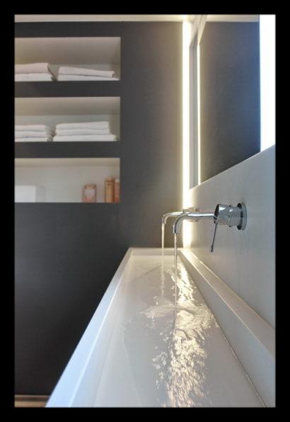 renovatie-verbouwing-vrijstaand-woning-wouw-bovenverdieping-badkamer-wastafel-kasten-kranen