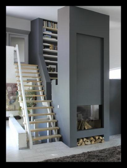 villa-vrijstaand-vrijstaande-woning-interieur-interieuradvies-binnenhuisarchitect-trap-kast-open-haard-boekenkast-kastenwand